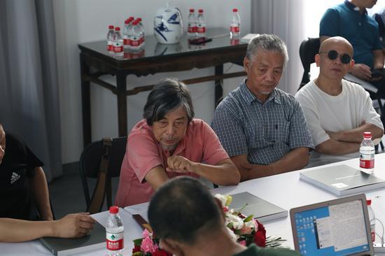 批评家邓平祥先生主持学术研讨会