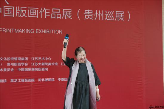 著名艺术家江碧波宣布展览开幕