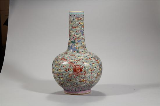 粉彩海水龙纹天球瓶