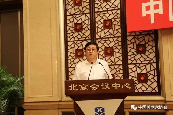 中国美术家协会分党组书记、驻会副主席、秘书长徐里主持会议,并就《中国美术家协会第九次全国代表大会工作报告》的起草情况作简要说明