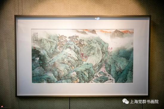 展厅中常年展览乐震文老师的画作