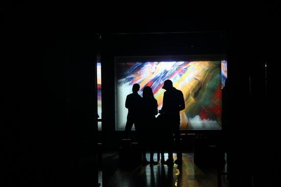 "<<ODI-序曲>>展览上艺术家宋冬的新作大型艺术装置""ODI-香"""