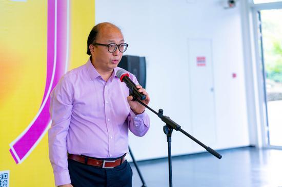 上海视觉艺术学院校长周斌宣布展览会开幕
