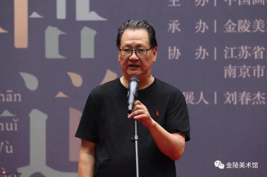 江苏省国画院名誉院长赵绪成宣布展览开幕