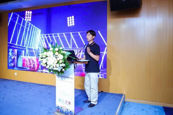中华女子学院副教授朱利峰