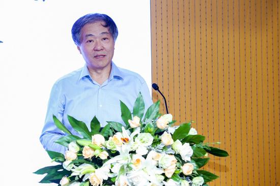 北京设计学会发起人之一、清华大学美术学院教授王建中
