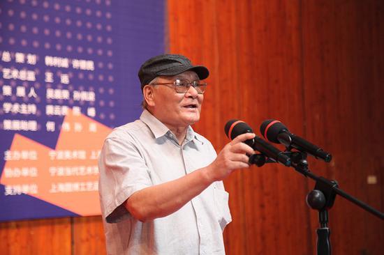上海代表性艺术评论家、上海抽象画会首席学术主持龚云表致辞