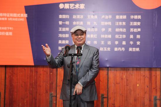上海代表性抽象艺术家、上海抽象画会会长许德民教授致辞