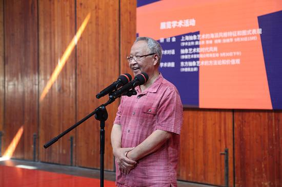 上海代表性抽象艺术家、上海戏剧学院客座教授、画家代表查国钧致辞