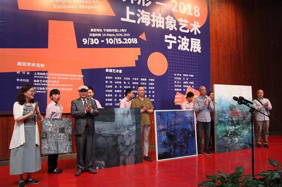 宁波美术馆收藏上海代表性抽象艺术家许德民、吴晨荣和著名画家何伟、吕嵘作品仪式