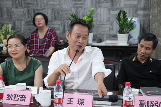 宁波代表性艺术家、宁波美术家协会副主席、宁波当代艺术学会副会长王琛发言