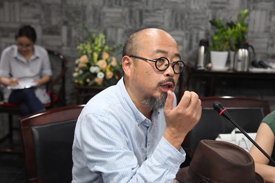 宁波代表性当代艺术家、宁波当代艺术学会会长陈峰(研讨会学术主持)发言