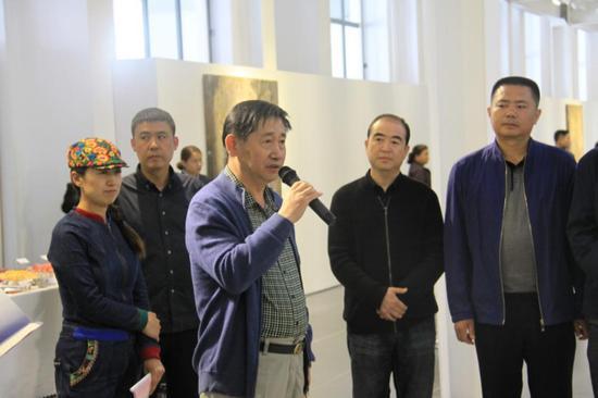 原798艺术区管委会党支部书记张国华先生代表主办方798国际艺术交流中心发表讲话