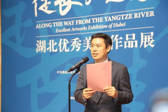 湖北省文化厅党组成员、副厅长 严荣利