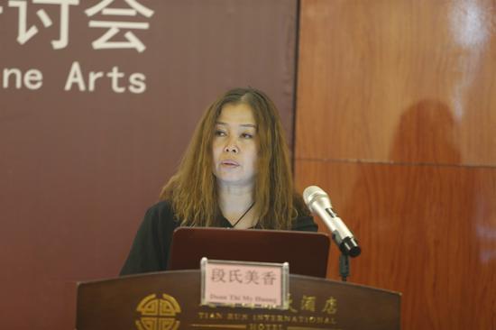 越南国家文化艺术研究所美术研究室主任段氏美香副教授作学术发言