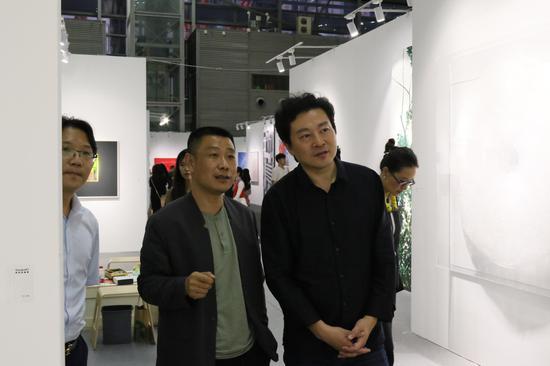 右一 著名小提琴演奏家吕思清 右二 艺术深圳组委会副秘书长兼执行总监 董钢