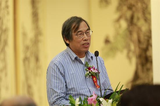 广州美术学院美术教育研究所所长、教授陈卫和主持开幕式