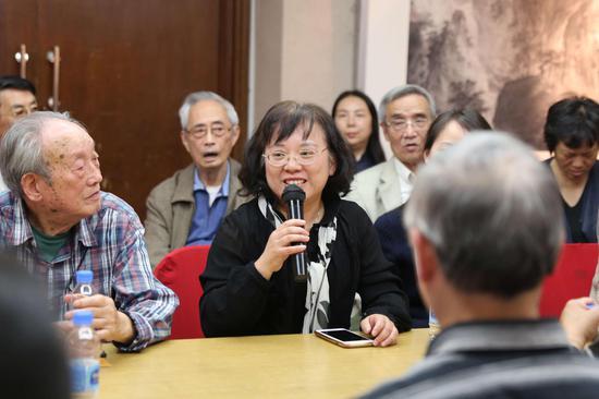 研讨会现场:上海美术学院党委书记陈静发言