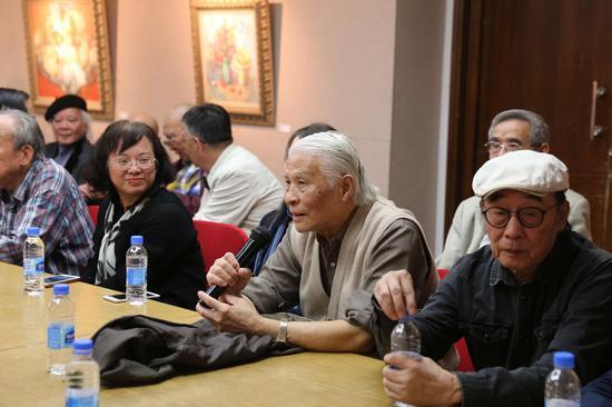 研讨会现场:艺术家廖炯模教授发言