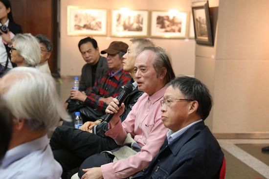 研讨会现场:艺术家李醉教授发言