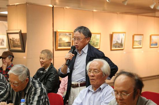 研讨会现场:艺术家吴棣华教授发言