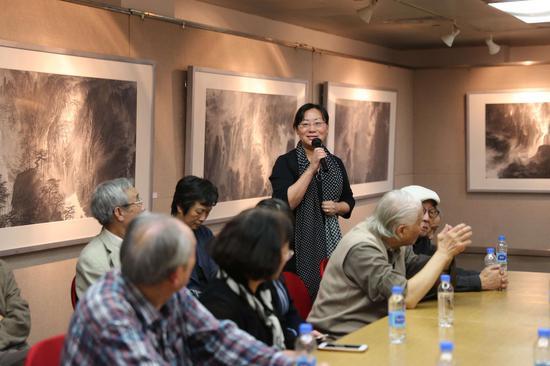 研讨会现场:上海美术学院国画系常务副主任毛冬华发言