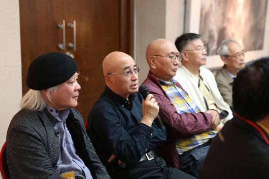 研讨会现场:艺术家章德明教授发言