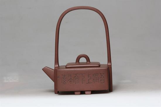 艺术家吴燕群作品 玉带提梁壶 泥料:紫泥 年代:1994 容量:300CC