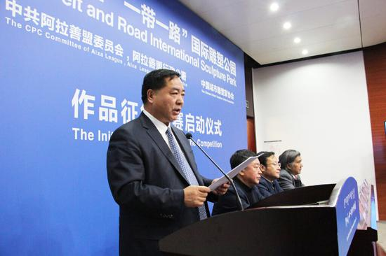 中共阿拉善盟委员会委员、阿拉善盟行政公署常务副盟长靳生瑞先生致辞