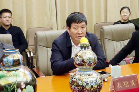 北京市珐琅厂董事长衣福成
