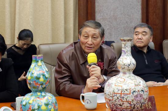 中国文物学会收藏鉴定委员会副会长曹静楼