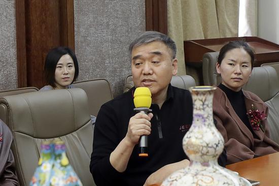 中国工艺美术大师钟连盛
