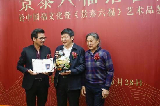 《景泰六福》入藏中国景泰蓝艺术博物馆