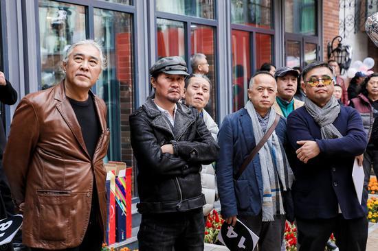 嘉宾艺术家林墨、扎扎、祁志龙、蒋焕合影