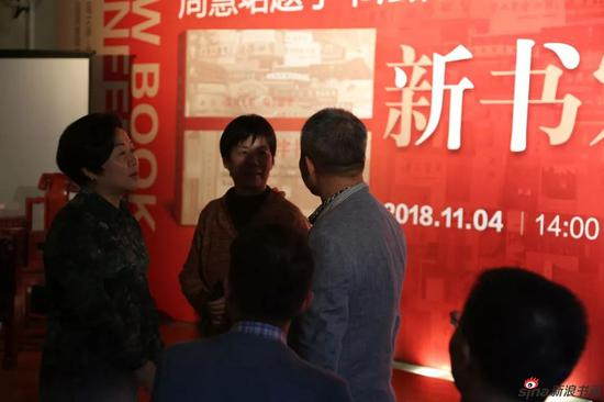 黄浦区文化局长许艳卿、文庙主任刘栩与李静馆长交谈