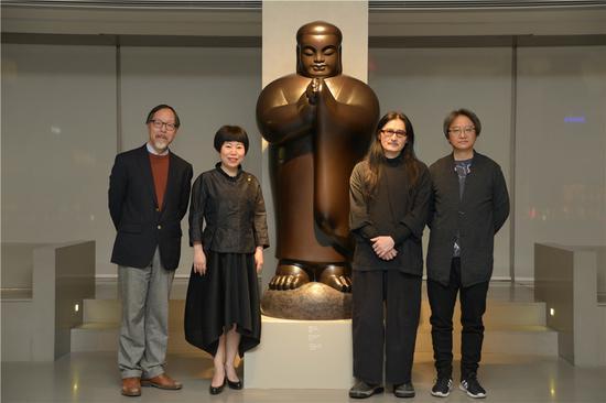 左1-学术主持-徐天进老师、左2-震旦博物馆馆长-赖素铃女士、左3-艺术家-李真老师、左4-北京画院副院长吴洪亮老师