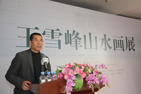 广西艺术学院刘新教授主持开幕式