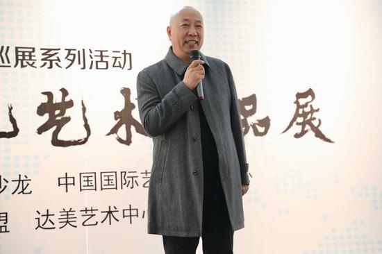 徐悲鸿艺术沙龙理事、著名国画家、著名古典诗人郑晓京