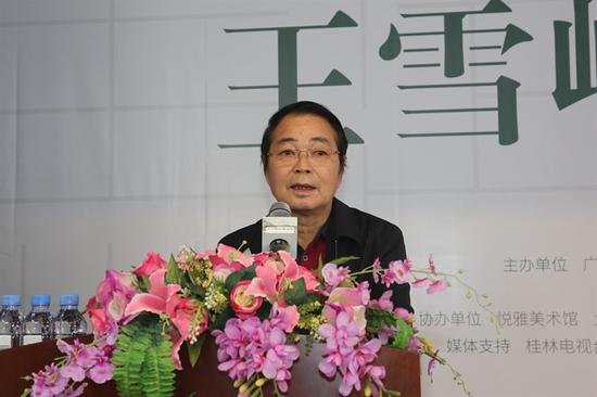 中国美协副主席、漓江画派促进会会长黄格胜教授讲话并宣布画展开幕