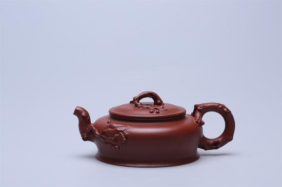 艺术家沈严峰作品 落樱缤纷壶 泥料:大红袍 年代:2015 容量:250 CC