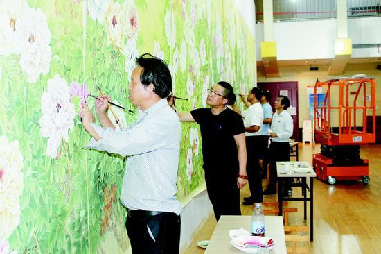 巨幅工笔牡丹画《锦绣春光》亮相首届中国进博会