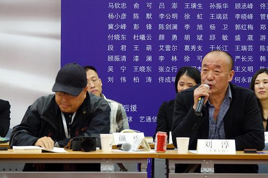 2018第十二届中国美术批评家年会学术主持杨小彦(左)、刘淳(右)