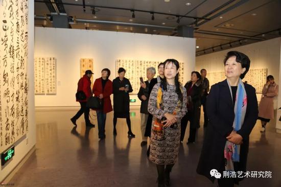河南省委常委、宣传部长赵素萍观看杨杰书法作品展-中国书画