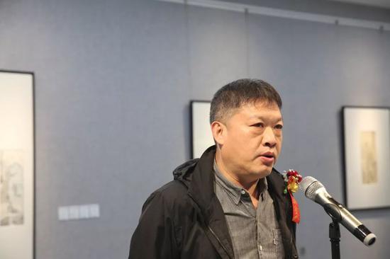 艺术家代表崔海致辞