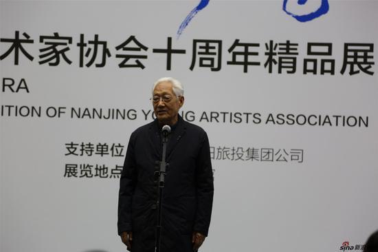 方祖岐上将宣布展览开幕
