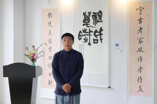 多年研究甲骨文教育,拥有丰富少儿书法教学经验,任多家教育机构——赵文耕
