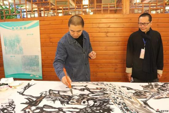 江苏省中国画学会常务理事 张书青现场创作