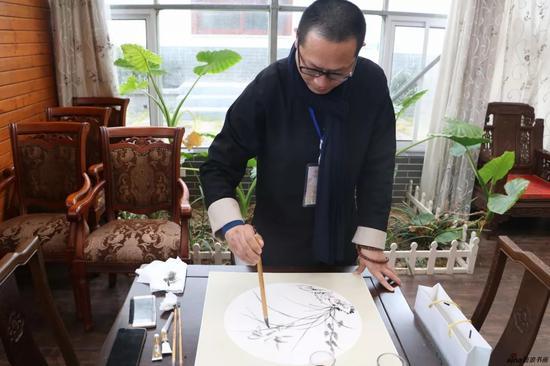 江苏省中国画学会副秘书长、理事 朱群现场创作