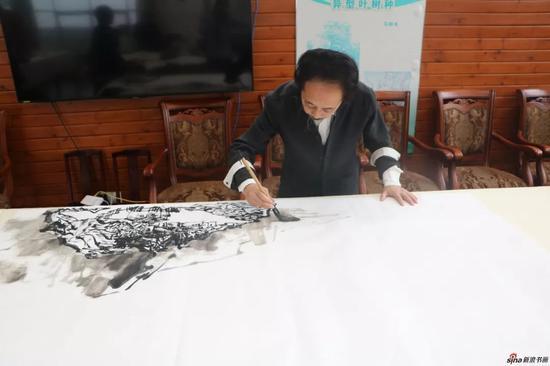 江苏省中国画学会副会长 陈国欢现场创作