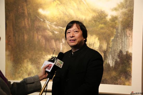 江苏省美术馆馆长徐惠泉接受采访